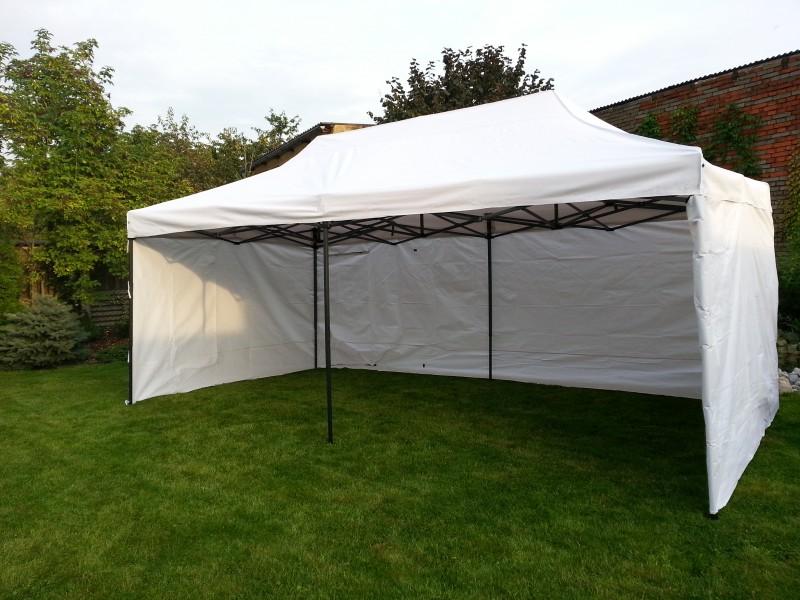 Těšíte se na párty? Nezapomeňte na zahradní stany!